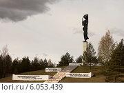 Купить «Луга, мемориал «Партизанская слава»», эксклюзивное фото № 6053439, снято 10 мая 2009 г. (c) Литвяк Игорь / Фотобанк Лори