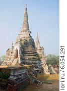 Купить «Вид на среднюю чеди Вата Пхра Си Санпет. Аютхая, Таиланд», фото № 6054291, снято 7 января 2014 г. (c) Виктор Карасев / Фотобанк Лори