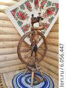 Купить «Самопрялка на коврике ручной работы», фото № 6056447, снято 20 июня 2014 г. (c) александр афанасьев / Фотобанк Лори