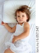 Девочка на подушке. Стоковое фото, фотограф Дарья Мирошникова / Фотобанк Лори