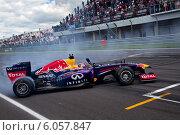 Купить «Показательные выступления команды Формула 1 Red Bull Racing с российским пилотом Даниилом Квятом на гонках Мировая серия Рено на трассе Moscow Raceway, 29 июня 2014», фото № 6057847, снято 29 июня 2014 г. (c) Николай Винокуров / Фотобанк Лори