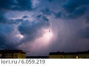 Грозовая ночная буря в городе. Стоковое фото, фотограф Артем Федин / Фотобанк Лори