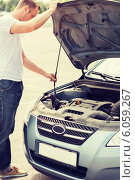 Купить «man opening car bonnet», фото № 6059267, снято 5 июля 2013 г. (c) Syda Productions / Фотобанк Лори