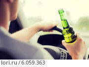 Купить «man drinking alcohol while driving the car», фото № 6059363, снято 26 июня 2013 г. (c) Syda Productions / Фотобанк Лори