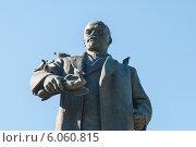 Купить «Фрагмент памятника В.И. Ленину в городе Перми в сквере около Оперного театра», фото № 6060815, снято 14 мая 2012 г. (c) Elena Monakhova / Фотобанк Лори