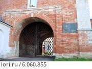 Купить «Зарайский кремль. Ворота», эксклюзивное фото № 6060855, снято 25 июня 2014 г. (c) Яна Королёва / Фотобанк Лори