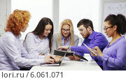 Купить «Smiling team with laptop and table pc computers», видеоролик № 6061071, снято 12 февраля 2014 г. (c) Syda Productions / Фотобанк Лори