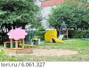 Купить «Игровая площадка детского сада», фото № 6061327, снято 18 июня 2014 г. (c) Голованов Сергей / Фотобанк Лори