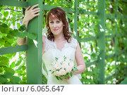Купить «Портрет красивой невесты в летнем саду», фото № 6065647, снято 3 июля 2013 г. (c) Кекяляйнен Андрей / Фотобанк Лори