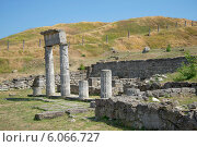 Руины Пантикапея на горе Митридат. Керчь (2013 год). Стоковое фото, фотограф Виктор Карасев / Фотобанк Лори