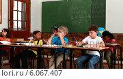 Купить «Pupils listening to teacher during class», видеоролик № 6067407, снято 28 января 2020 г. (c) Wavebreak Media / Фотобанк Лори