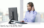 Купить «Female helpline operator with computer at office», видеоролик № 6070167, снято 1 января 2014 г. (c) Syda Productions / Фотобанк Лори