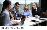 Купить «Business people having a meeting», видеоролик № 6073735, снято 12 ноября 2013 г. (c) Syda Productions / Фотобанк Лори