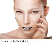 Купить «Красивая девушка с ярким макияжем и ногтями», фото № 6079403, снято 29 июня 2014 г. (c) Вера Франц / Фотобанк Лори