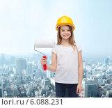 Купить «smiling little girl in helmet with paint roller», фото № 6088231, снято 9 апреля 2014 г. (c) Syda Productions / Фотобанк Лори