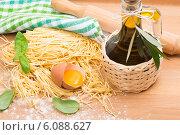 Купить «Приготовление домашней пасты», фото № 6088627, снято 30 апреля 2014 г. (c) Ирина Денисова / Фотобанк Лори