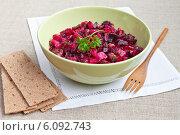 Купить «Винегрет, холодное закусочное овощное блюдо. Салат из варёных овощей. Традиционная в России еда», эксклюзивное фото № 6092743, снято 1 июля 2014 г. (c) Lora / Фотобанк Лори