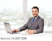 Купить «smiling businessman with laptop and coffee», фото № 6097599, снято 15 марта 2014 г. (c) Syda Productions / Фотобанк Лори