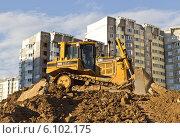 Купить «Строительство жилого квартала в Павшино», фото № 6102175, снято 7 июля 2014 г. (c) Sashenkov89 / Фотобанк Лори