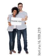 Купить «Portrait of a smiling couple holding a thank you note», фото № 6109219, снято 5 ноября 2013 г. (c) Wavebreak Media / Фотобанк Лори