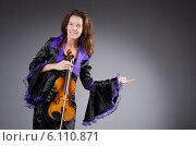 Купить «Woman artist with violin in music concept», фото № 6110871, снято 13 сентября 2013 г. (c) Elnur / Фотобанк Лори