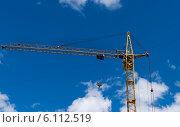 Строительный кран на фоне неба. Стоковое фото, фотограф Андрей Доможиров / Фотобанк Лори