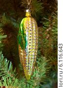 Купить «Старая елочная игрушка. Кукуруза», эксклюзивное фото № 6116643, снято 7 января 2014 г. (c) Зобков Георгий / Фотобанк Лори