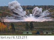 Купить «Взрыв боеприпаса на военном полигоне», фото № 6123211, снято 25 сентября 2013 г. (c) Игорь Долгов / Фотобанк Лори