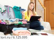 Купить «girl using tablet for reserving ticket», фото № 6125095, снято 21 апреля 2014 г. (c) Яков Филимонов / Фотобанк Лори