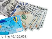 Стодолларовые купюры и кредитная карточка. Стоковое фото, фотограф Левончук Юрий / Фотобанк Лори