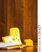 Нож и сыр. Стоковое фото, фотограф Дмитрий Бодяев / Фотобанк Лори