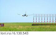 Приземляющийся самолет. Стоковое видео, видеограф Евгений Егоров / Фотобанк Лори