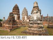 Купить «На руинах храма Ват Пхра Сри Ратана Махатхат. Лопбури, Таиланд», фото № 6139491, снято 8 января 2014 г. (c) Виктор Карасев / Фотобанк Лори