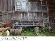 Купить «Скамейка около деревенского дома», фото № 6143171, снято 30 июня 2014 г. (c) Алексей Кузнецов / Фотобанк Лори