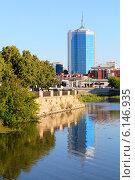 Купить «Набережная реки Миасс в Челябинске», фото № 6146935, снято 14 июля 2014 г. (c) Артём Крылов / Фотобанк Лори