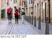 Pilgrims walking along way of St. James (Camino de Santiago) (2014 год). Редакционное фото, фотограф Яков Филимонов / Фотобанк Лори