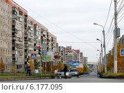 Купить «Улицы Магнитогорска», эксклюзивное фото № 6177095, снято 20 октября 2013 г. (c) Хайрятдинов Ринат / Фотобанк Лори