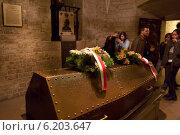 Купить «Krakow, Poland, Pilsudski's tomb in the crypt of Krakow Koenig», фото № 6203647, снято 25 апреля 2008 г. (c) Caro Photoagency / Фотобанк Лори