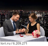 man proposing to his girlfriend at restaurant. Стоковое фото, фотограф Syda Productions / Фотобанк Лори