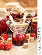 Купить «Домашнее клубничное варенье», фото № 6211475, снято 23 июля 2014 г. (c) Ekaterina Smirnova / Фотобанк Лори