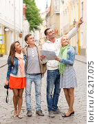 Купить «group of smiling friends with map and photocamera», фото № 6217075, снято 14 июня 2014 г. (c) Syda Productions / Фотобанк Лори