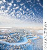 Купить «Зимний лес с рекой. Деревья в инее. Вид сверху.», фото № 6219987, снято 18 января 2013 г. (c) Владимир Мельников / Фотобанк Лори