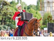 Купить «Конное шоу Кремлевской школы верховой езды на ВДНХ», эксклюзивное фото № 6220935, снято 1 июля 2014 г. (c) Алёшина Оксана / Фотобанк Лори