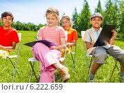 Купить «Группа детей рисует на природе», фото № 6222659, снято 8 июня 2014 г. (c) Сергей Новиков / Фотобанк Лори