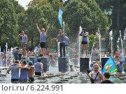 Купить «Празднование Дня ВДВ в Парке Горького, Москва, 2014», эксклюзивное фото № 6224991, снято 2 августа 2014 г. (c) lana1501 / Фотобанк Лори