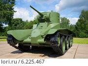 Купить «Советский колесно-гусеничный быстроходный танк БТ-5», фото № 6225467, снято 15 июля 2014 г. (c) Виктор Карасев / Фотобанк Лори