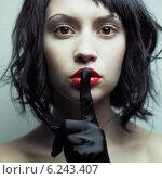 Купить «Портрет молодой сексуальной девушки с красными чувственными губами. Брюнетка в черных перчатках.», фото № 6243407, снято 22 октября 2009 г. (c) Майер Георгий Владимирович / Фотобанк Лори