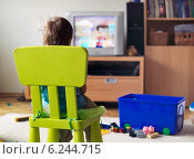 Купить «Little boy watching television», фото № 6244715, снято 25 июня 2019 г. (c) BE&W Photo / Фотобанк Лори