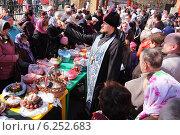 Купить «Освящение куличей», эксклюзивное фото № 6252683, снято 19 апреля 2014 г. (c) Александр Гаценко / Фотобанк Лори