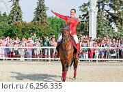 Купить «Участница конного шоу Кремлевской школы верховой езды на ВДНХ», эксклюзивное фото № 6256335, снято 1 июля 2014 г. (c) Алёшина Оксана / Фотобанк Лори